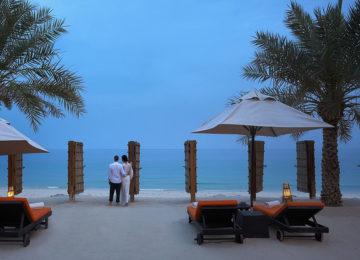Four_Bedroom_Beachfront_Reserve_couple_[6855-ORIGINAL]